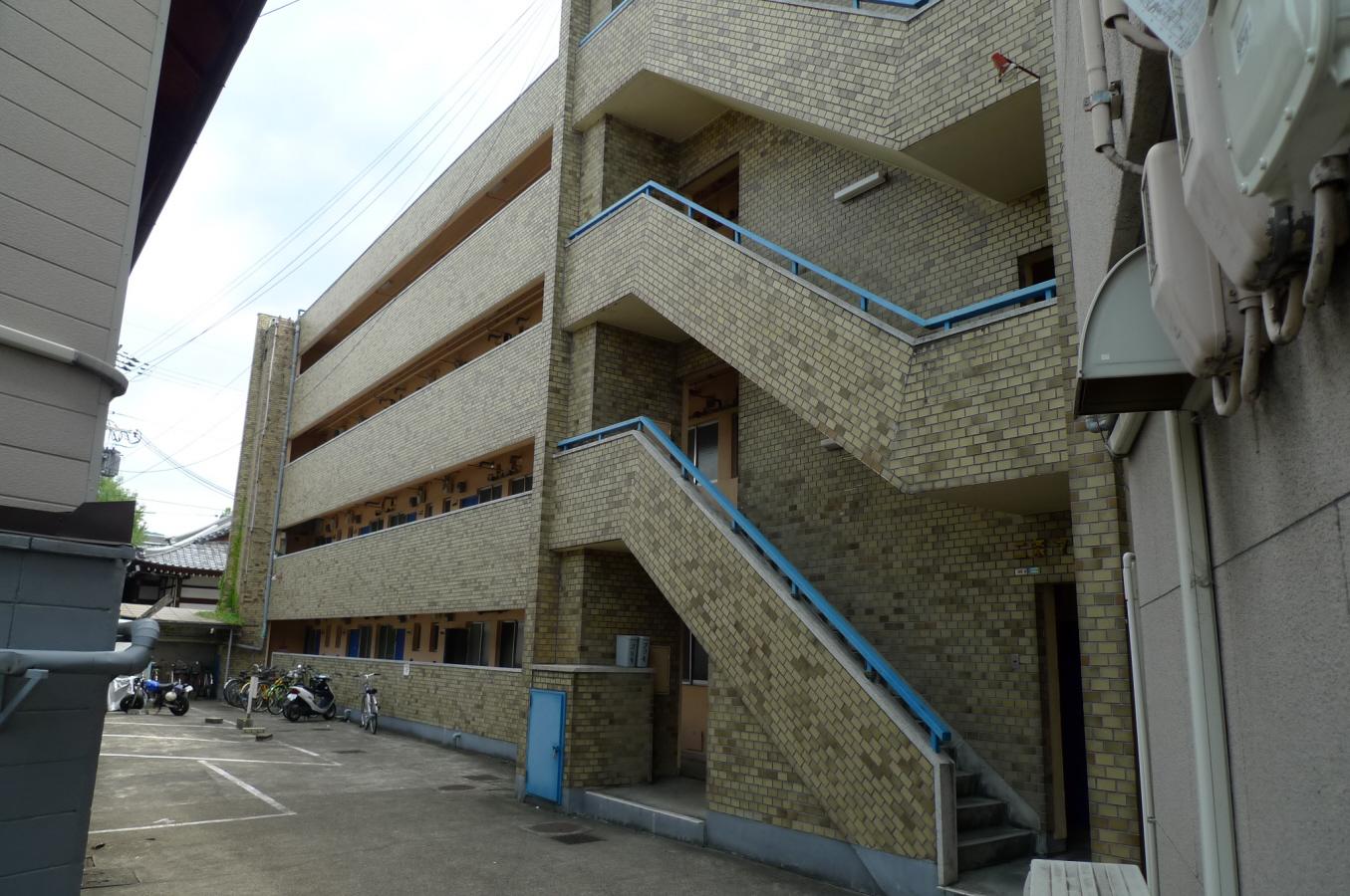 物件番号: 1075917573 二条マンション 京都市左京区孫橋町 2DK マンション 外観写真